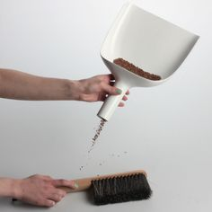 Sweeper & Funnel set, white, by Menu.