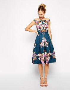 ASOS Petite | ASOS PETITE – Schulterfreies, knielanges Vintage-Kleid mit Winterblumenmuster bei ASOS