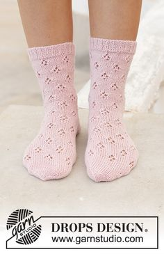 Step into Spring pattern by DROPS design Diy Knitting Socks, Knitting Gauge, Crochet Socks, Knitted Slippers, Lace Knitting, Knitting Patterns Free, Knit Crochet, Magazine Drops, Lace Patterns