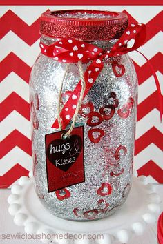 Get crafty this February 14 with these Valentine's Day Mason jars that make for great gift ideas and projects for kids. Funny Valentine, Husband Valentine, Pot Mason, Mason Jar Gifts, Mason Jar Diy, Valentines Day Decorations, Valentine Day Crafts, Holiday Crafts, Jars