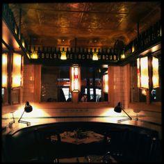 Bar du Central: http://www.barducentralparis.com/en/