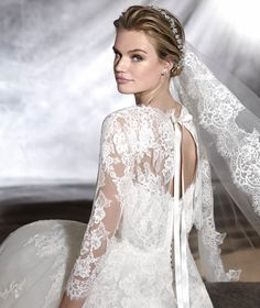 Pronovias > ORIBE - Wedding dress in tulle and lace.