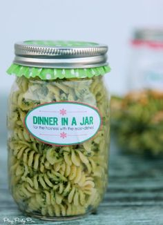 Love these dinner in a jar hostess gift ideas, such a thoughtful gift to give to someone who spent tons of time planning an event for you