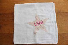 Spucktuch mit Namen für die kleine Leni zur Geburt. Klasse!