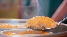AMO SUFLÊ! É sem dúvida uma das minhas receitas preferidas. Pena que é QUASE low carb!:( Isso sempre me deixou meio triste, pois, afinal, esse prato é quase uma omelete… mas tinha que ter a f…