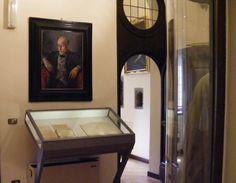 Museo del Burcardo - Le sale - Ritratto di Pirandello eseguito da Primo Conti; nella bacheca il manoscritto pirandelliano di Liolà