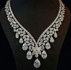 @yusef.bendriss Magnificent diamond necklace, 'Ivresse' by Cartier. Designed as a cascade of diamonds with a total of 190 carats. Sold at @sothebys Geneva for 7.25 millons $. #cartier