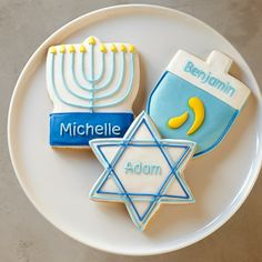 Nice personalized Hanukkah cookies. Wish my piping was that good!