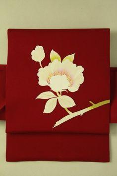 Ruby red nagoya obi / ルビーレッド塩瀬地 白い花のお太鼓柄 名古屋帯   #Kimono #Japan http://global.rakuten.com/en/store/aiyama/