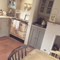 Cottage kitchens on pinterest country kitchens vintage for Country cottage floor tiles