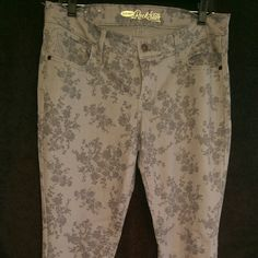 Women Size 12 Old Navy Jeans NWOT Women Size 12 Old Navy Jeans New Without Tags Never Worn All Items Come From Smoke Free Pet Free Home Old Navy Jeans Skinny
