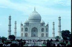 La India es una increíble amalgama de culturas, de herencias históricas, de dioses y ritos, y de todo ello puedes saber más en http://www.alasviajeras.com/es/asia/india/102/info