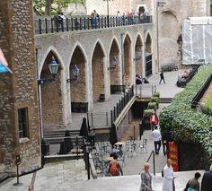A History Lesson at the Tower of London - Amor for Travel