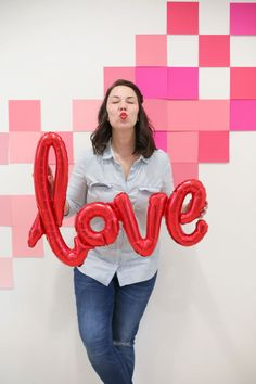 Get the simple secret on how to create a fun Valentine's Day photo backdrop for your parties at home or school! A fast, easy, and budget DIY tutorial to get adorable Valentine's Day photos. Valentines Photo Booth, Valentine Backdrop, Valentines Day Photos, Valentines For Kids, Diy Valentine, Valentine Decorations, Valentine Nails, Diy Photo Backdrop, Diy Wedding Backdrop