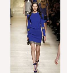 Colores de moda otoño 2012: azul Klein. Vestido de Paco Rabanne