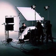 Kat von D Unlimited — This is how we light a close-up [November Studio Lighting Setups, Photography Lighting Setup, Portrait Lighting, Studio Setup, Photography Gear, Photo Lighting, Studio Shoot, Light Photography, Studio Gear