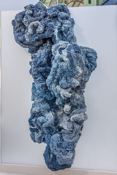Full view of a blue fabric sculpture by Hanne Friis. Art Fibres Textiles, Textile Fiber Art, Textile Artists, Fabric Installation, Artistic Installation, Sculpture Textile, Sculpture Art, Grand Palais Paris, Finger Curls