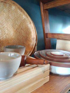#mercadoloftstore #umseisum #porto #ceramic #ceramics #dishes #pratos #madeir a#wood #pinewoond #ladder #escadote #prateleira #interior #decoração #interiordesign #cesto #rolo #kitchen #kitchendesign #light #contrast