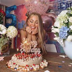 Danna Paola celebra su 25º cumpleaños de una manera diferente Birthday Goals, 18th Birthday Party, Cute Birthday Pictures, Birthday Photos, Bolo Tumblr, Tumblr Birthday, Birthday Party Photography, Pink Birthday Cakes, Bday Girl