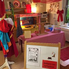 Bakkerij van Sinterklaas in de huishoek gedurende de sintperiode! Dramatic Play, Too Cool For School, Toddler Activities, Teaching, Cool Stuff, Projects, Preschool, Log Projects, Blue Prints