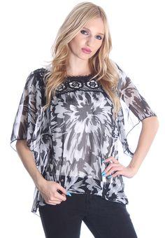 Black & White Flower Print Crochet Collared Blouse #wholesaleclothing #wholesalefashion #wholesaleapparel #