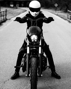 Harley Davidson Bike Pics is where you will find the best bike pics of Harley Davidson bikes from around the world. Harley Davidson Dyna, Harley Davidson Museum, Harley Davidson Street Glide, Harley Davidson Motorcycles, Harley Street Bob, American Motorcycles, Bike Photo, Custom Harleys, Old Bikes