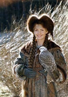 Alush woman holding a Hawk. Folk Costume, Costumes, Polish Clothing, Poland History, Polish Folk Art, Russian Culture, Russian Beauty, Game Character Design, Larp