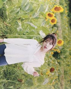 Girl Photo Poses, Girl Poses, Cute Poses, Korean Actresses, Queen, Ulzzang Girl, K Idols, Pretty Pictures, Art