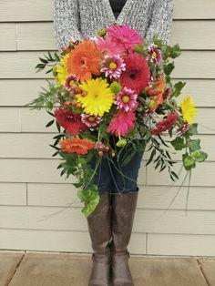 Summery bridal bouquet featuring gerbera daisies #bridalbouquets #gerberadaisies #colorfulbridebouquet #weddingflowers