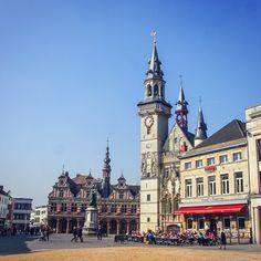 The spectacular belfry in Aalst Belgium a UNESCO World Heritage Site. #belfry #architecture #unesco #worldheritage #aalst #flanders #belgium #instabelgium #instatravel #visitflanders #vlaanderen #travel #traveling #travelgram #travelphotography #travelexperiencelive #igtravel #mytravelgram #wonderful_places #urban by travelexperiencelive