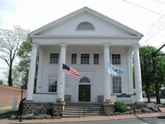 Old Town Hall in the Fax (Fairfax, VA) has free concerts! So awesome.... Check it out. http://www.visitfairfax.com/2012/old-town-hall-performance-series/