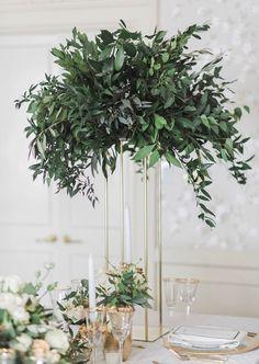 Nice 65+ Simple Greenery Wedding Centerpieces Decor Ideas https://bitecloth.com/2018/01/26/65-simple-greenery-wedding-centerpieces-decor-ideas/