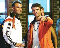with Thomas Muller Thomas Muller, Dfb Team, Munich, Cute Boys, Nutella, Soccer, Football, Couple, Coat