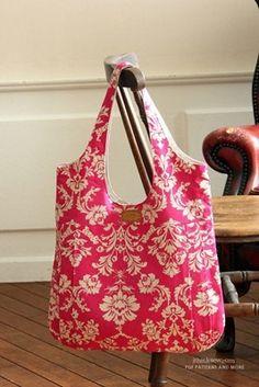 Bolsa bonita, gostei do modelo e do modo como está feita aqui, o mesmo tecido no recorte, e no corpo. Deixou a bolsa mais elegante! O molde é vendido neste site: http://www.ithinksew.com/Products/Details/29