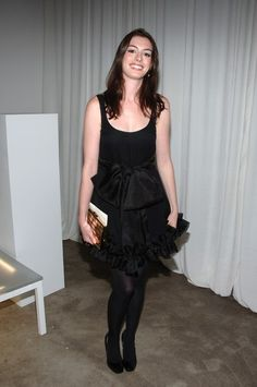 Anne Hathaway Photos Photos - Actress Anne Hathaway attends the Moet & Chandon presentation of Marchesa Spring 2008 fashion show during Mercedes Benz Fashion Week Spring 2008 on September 2008 in New York City. - Moet & Chandon at Marchesa Spring 2008 Anne Hathaway Legs, Anne Hathaway Photos, Pantyhose Outfits, In Pantyhose, Nylons, Beautiful Celebrities, European Fashion, Cool Outfits, Tights