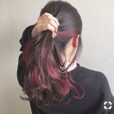 Burgundy highlights - LadyStyle in 2020 Hair Color Streaks, Ombre Hair Color, Cool Hair Color, Hair Highlights, Burgundy Highlights, Hidden Hair Color, Under Hair Color, Tmblr Girl, Peekaboo Hair