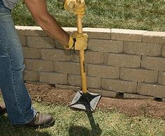 Building a retaining wall is hard, but my retaining wall ideas and tutorial for a DIY retaining wall project will make it much easier! Diy Retaining Wall, Building A Retaining Wall, Landscaping Retaining Walls, Building A Fence, Backyard Landscaping, Landscaping Ideas, House Building, Backyard Patio, Backyard Projects