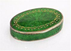 Gustav Gaudernack design for David Andersen. Guilloché silver pillbox with translucent green enamel and inlaid gold pattern. 1905-1910