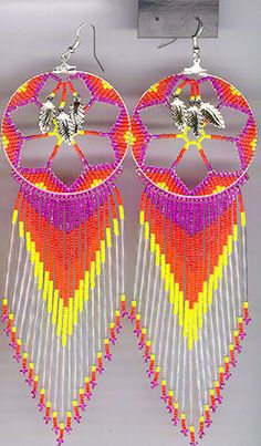 Would be fantastic with high contrasting shades of blue Indian Beadwork, Native Beadwork, Native American Beadwork, Native American Jewelry, Seed Bead Jewelry, Seed Bead Earrings, Seed Beads, Beaded Earrings Patterns, Beading Patterns