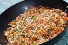 Aprende como hacer arroz chino paso a paso, ideal para principiantes. Con esta receta, el arroz frito te va a quedar como el de los restaurantes. #recetas