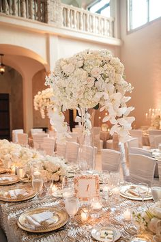 White and Gold Themed Wedding in Houston by Lulu Lopez Photography: Ogechi and Ike - Munaluchi Bridal Magazine