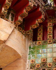 @comillasturismo @cantabriaturismo #primavera #spring #comillas #Cantabria #cantabriainfinita #antonigaudi #gaudi #arquitectura #architecture #modernismo #modernisme Antoni Gaudi, Instagram Posts, Painting, Modernism, Quotation Marks, Architects, Spring, Gaudi, Painting Art