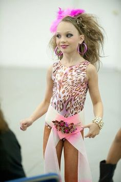 "Maddie Ziegler behind the scenes of LUX's music video ""It's Like Summer"" [2011]"