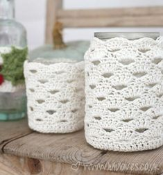 Crochet Jar Cosy - Free pattern - to cover those jar candles! Crochet Diy, Crochet Simple, Bag Crochet, Crochet Home, Crochet Gifts, Learn To Crochet, Ravelry Crochet, Crochet Fruit, Crochet Baskets