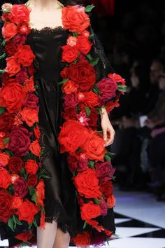 The complete Dolce & Gabbana Fall 2016 Ready-to-Wear fashion show now on Vogue Runway. Fashion Details, Look Fashion, High Fashion, Fashion Show, Fashion Design, Fashion Clothes, Fashion Ideas, Net Fashion, Style Clothes