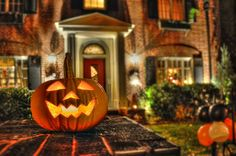 """A happy Jack-o-lantern saying """"come in, come in!"""""""