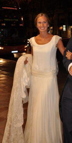 vestidos de novia isabel nuñez   EN UNA NUBE
