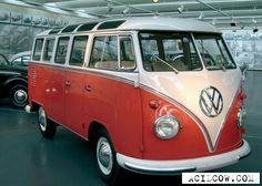an old vw van would be in the garage of my dream home Combi T1, Volkswagen Bus, Grafik Design, Camper Van, Caravan, Cars And Motorcycles, Design Trends, Photo Galleries, How To Memorize Things