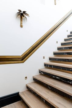 A west London house filled with affordable design ideas – Marble Decoration Marble Stairs, Tile Stairs, Marble Wood, Wooden Stairs, House Stairs, Foyer Staircase, Staircase Handrail, Stair Railing, Staircase Design