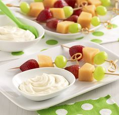 Cheesecake Fruit Dip: A dip made of cream cheese, creamy vanilla pudding and Reddi-wip. Serve with assorted fresh fruit. Quick Dessert Recipes, Quick Easy Desserts, Dessert Dips, Delicious Desserts, Yummy Food, Healthy Recipes, Cheesecake Fruit Dips, Cheesecake Recipes, Cheesecake Pudding